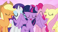 Twilight teleports next to her friends S7E14