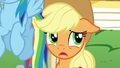 Applejack doesn't like where this is going S5E19.png