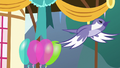 Bird flying through the pie-eating party S7E23.png