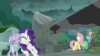 Black tendril pierces pillar near Rarity and Fluttershy S7E26