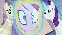 Cadance looks at her reflection S03E12