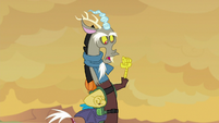 Discord clenching his talons S6E25