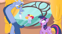 Discord with a bouquet of flowers S4E11