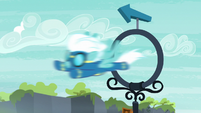 Fleetfoot flying through a practice ring S7E21