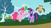 Pinkie Pie and Twilight with their pets S2E7