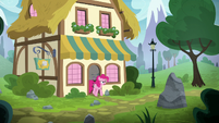 Pinkie leaving the bakery supply shop S8E3