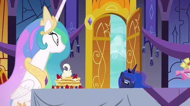 File:Princess Luna entering the castle dining hall S7E10.png