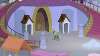 Royal guard patrolling the castle doors S9E17