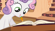 S04E15 Sweetie Belle pisze w zeszycie Twilight
