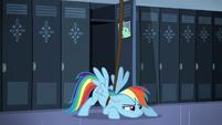 S05E05 Rainbow Dash jest w fabryce