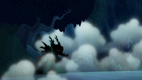 Shadowy creature appears out of the fog S6E15