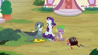 Spike blushing at Gabby S9E19