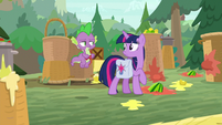 Spike covered in tomato juice S9E5