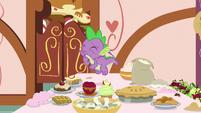 Spike sampling Mrs. Cake's dessert S9E23