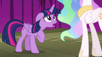 Twilight Sparkle apologizing to Celestia S8E7