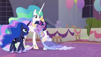 Twilight hugging Princess Celestia S9E26