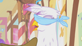 Gilda thinks Pinkie's trying to prank her again S1E05.png