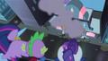 Maretropolis ponies running in terror S4E06.png
