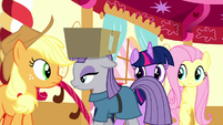 Maud Pie carrying box out of the room S8E18