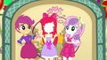 Photo flies in Apple Bloom's face SS2.png