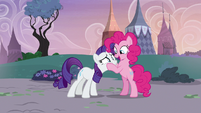 Pinkie Pie being a distraction to Rarity S7E9