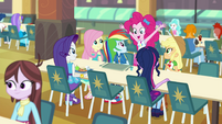 Pinkie pops up at the main five's lunch table EGFF