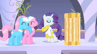 Rarity returns to the spa S1E20