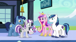 Twilight Velvet holds Flurry Heart S6E2