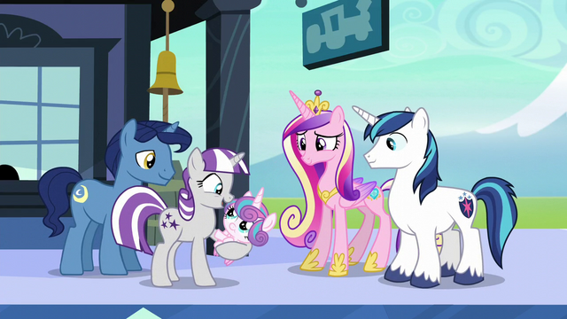 File:Twilight Velvet holds Flurry Heart S6E2.png