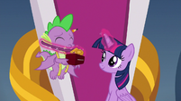 Twilight puts medal around Spike's neck S9E24