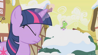 Twilight using magic on bird S1E11