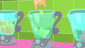 Applejack drops diced pineapples in a blender SS9.png