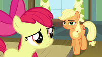 Applejack suspicious of Apple Bloom S5E4