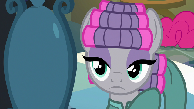 File:Maud Pie puts curlers in her mane S7E4.png
