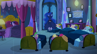 Princess Luna hovers into the air S5E13