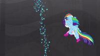 Rainbow carries Rarity up the mountain S8E17
