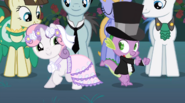 S02E26 Sweetie Belle i Spike tańczą na weselu