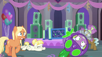 Spike and students falling over S9E7