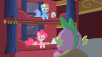 Spike speaks to Rainbow and Pinkie S01E21