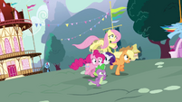 Twilight's friends running for Twilight S3E05