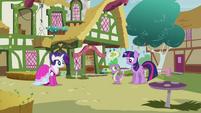 Twilight and Spike eye contact S3E3