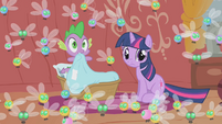 Twilight and Spike surrounded by parasprites S1E10