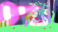 Twilight blasts pudding behind Pinkie MLPBGE