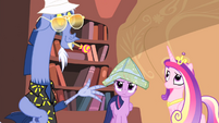 Twilight wearing map hat S04E11