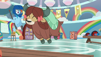 Yona happily practices the Pony Prance S9E7