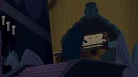 Pônei das Sombras tocando o órgão de tubos T4E03
