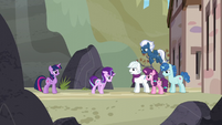 Starlight walks up to the Our Town ponies S5E26