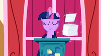 Twilight about to give a speech S1E04