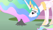 201px-Princess Celestia talking to Philomena's ashes S01E22