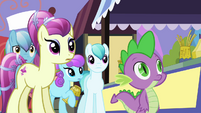 Crowd of ponies look at Rarity S3E2